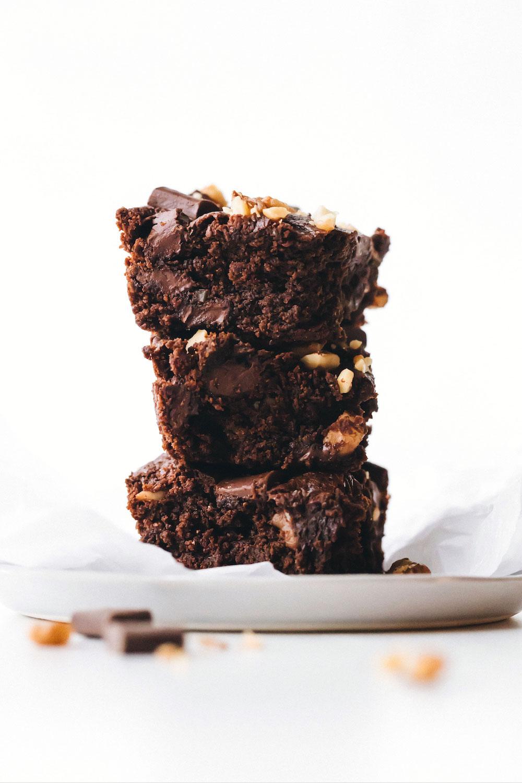 Walnut Chocolate Chunk Brownies (vegan + paleo)