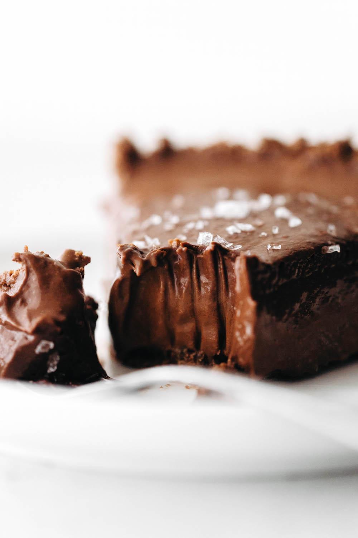 No-Bake Chocolate Cream Pie (vegan + paleo)